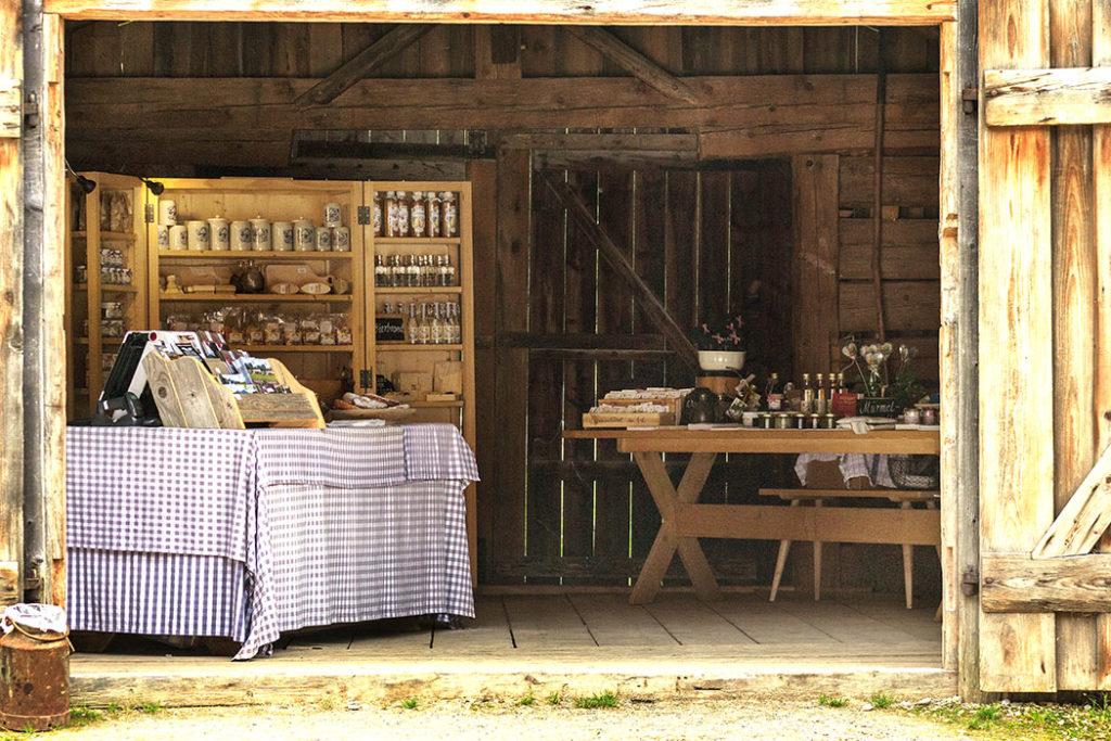 Ein Museumsladen fehlt auch nicht: Fachbücher, Karten, kulinarische Spezialitäten, Kunsthandwerk...