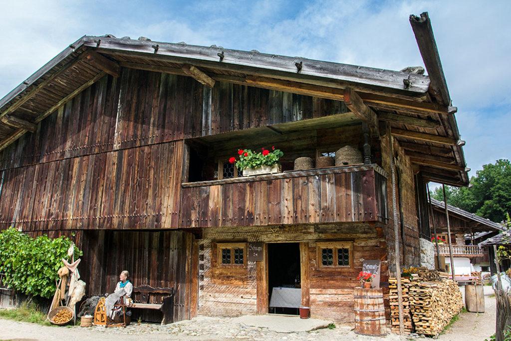 Der Riederhof ist ein Bauernhof aus Geitau bei Bayrischzell und im Museum in seinem Erhaltungszustand um 1730 zu bewundern.