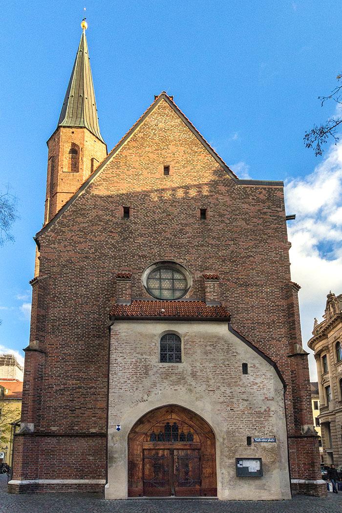 munich stsalvator muenchen salvatorkirche salvatorplatz bavaria germany Die spätgotische Salvatorkirche von München wurde von 1492 bis 1494, als Friedhofskirche für den Dom zu Unserer Lieben Frau (Frauenkirche) errichtet.
