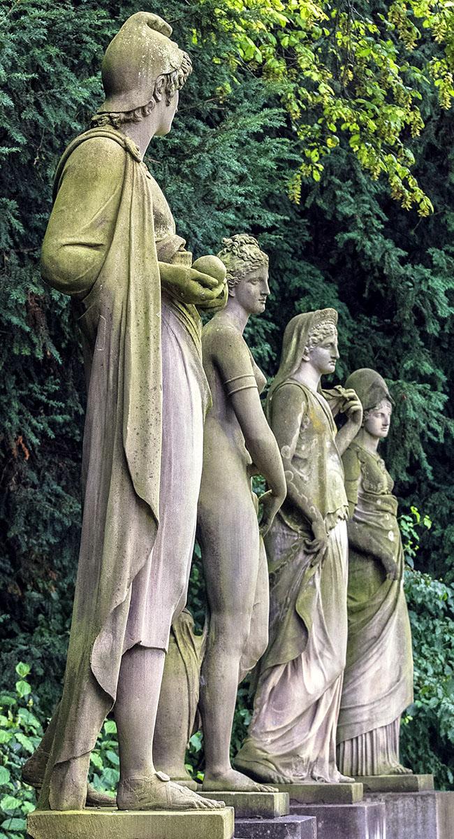 """paris athena aphrodite hera statuen urteil des paris nymphenburger park muenchen munich germany Statuengruppe """"Urteil des Paris"""" im Nymphenburger Schlosspark von München."""