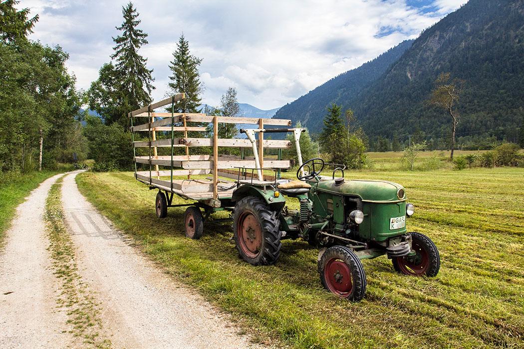 Lediglich zum Abtransport des Heus werden Traktoren eingesetzt.