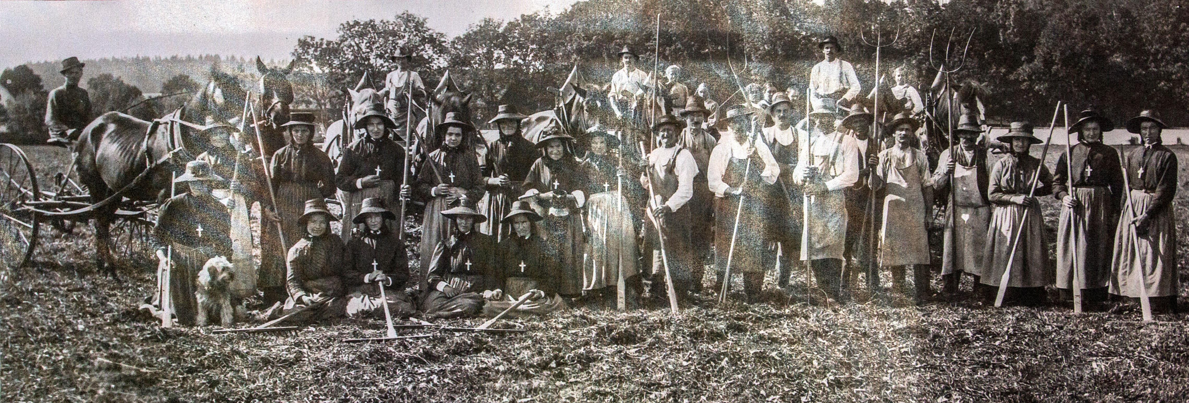 kloster-beuerberg-feldarbeit-salesianerinnen-eurasburg-wolfratshausen-bayern Die Klosterschwestern von Beuerberg bei der Feldarbeit im 19. Jahrhundert.