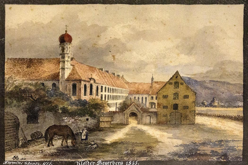 Das Gemälde der Malerin Hermine Stuntz im Besucherzimmer zeigt den Eingang nahe der Kirche im Jahr 1855.