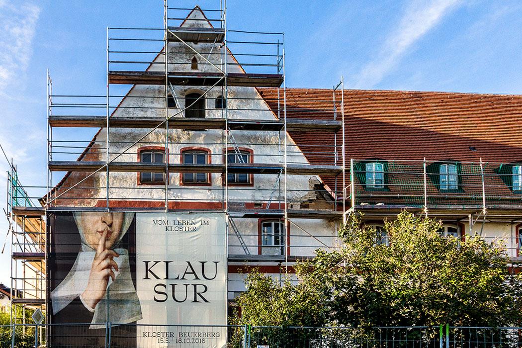 kloster-beuerberg-josefsfluegel-eurasburg-wolfratshausen-bayern Kloster Beuerberg: Der Josefsflügel wird seit 2015 renoviert. Ursprünglich sollte der Trakt in eine Flüchtlingsunterkunft umgebaut werden, inzwischen hat die Regierung von Oberbayern keinen Bedarf mehr dafür und so wurden die Arbeiten dafür gestoppt.