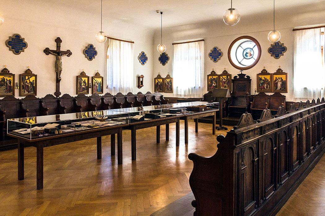 kloster-beuerberg-schwesternchor-eurasburg-wolfratshausen-bayern Für einen Klausurorden wie die Salesianerinnen sind eine Konventskirche mit Schwesternchor notwendig und die wichtigsten Räume im Kloster.