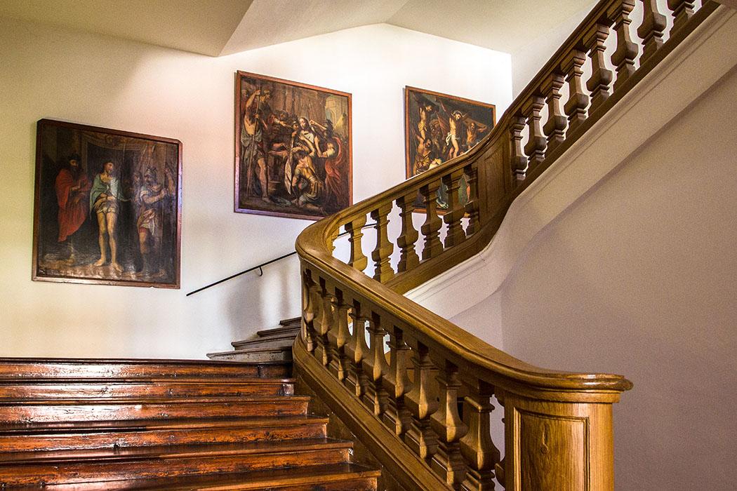Das Treppenhaus in die oberen Stockwerke.