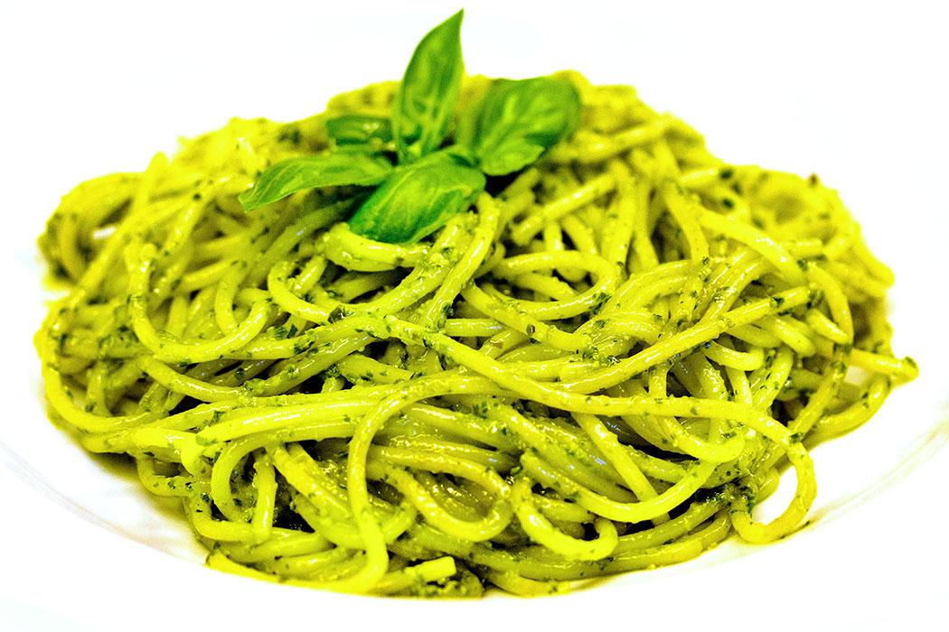 reise-zikaden.de, pesto alla genovese Wer Pesto alla genovese selber macht hat den Sommer im Glas. Zur Basilikumsaison sollte man seine Pasta mit hausgemachtem Pesto genießen, dess es besteht aus frischen und vollwertigen Zutaten.