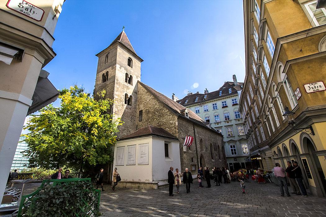 Städtereise Wien sehenswürdigkeiten ruprechtskirche-st-ruprecht-wien-vienna-oesterreich-austria Um die Ruprechtskirche entstand seit der Karolingerzeit im 8. Jahrhundert das frühmittelalterliche Wien. St. Ruprecht ist die älteste, in ihrer Bausubstanz noch bestehende, Kirche von Wien.