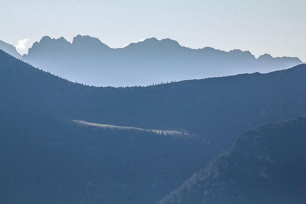 Die Gebirgsgruppe des Karwendel ist vom Labergipfel gut zu sehen.