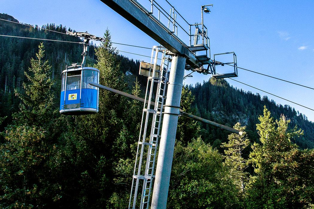 ammergauer-alpen-laber-laberbahn-gondel-oberammergau-ettal-bayern Die Laber-Bergbahn in Oberammergau ist mit einem Alter von fast 60 Jahren die einzige Großkabinen-Zweiseil-Umlaufbahn weltweit, die noch in Betrieb ist.