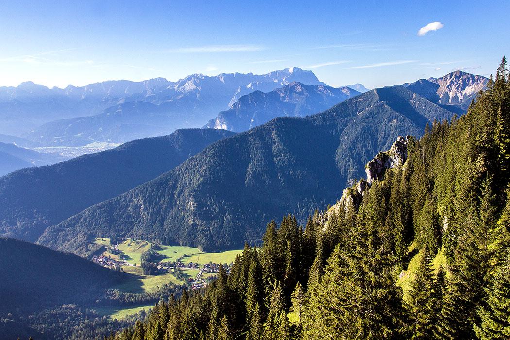 ammergauer-alpen-laber-laberhaus-oberammergau-ettal-bayern-titel - Traumblick vom Gipfel des Laber auf das Wettersteingebirge