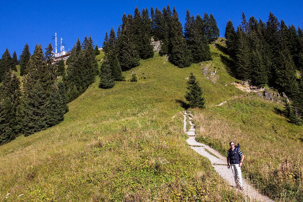 Unterhalb der Gipfelstation sind auch Ende September die Bergwiesen noch grün.