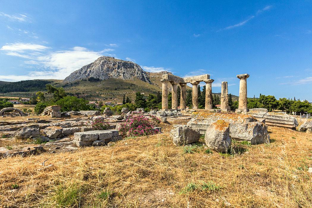 kalender-peloponnes-griechisches-urgestein-von-grandioser-schoenheit-05 ancient korinthos apollotemple akrokorinth peloponnes