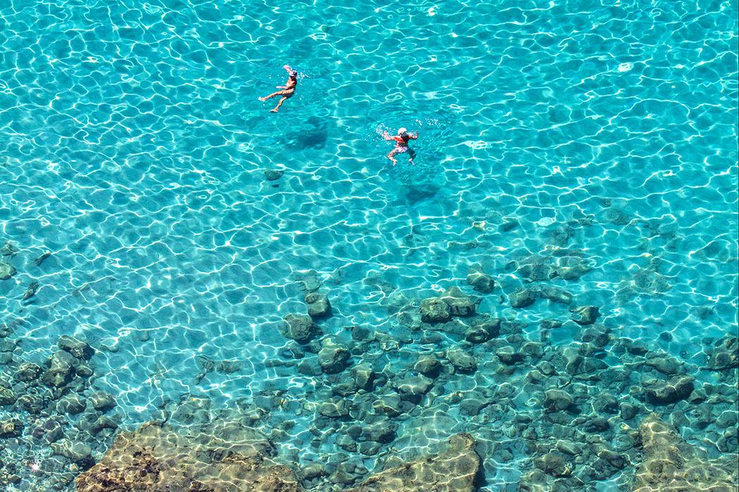 kalender-peloponnes-griechisches-urgestein-von-grandioser-schoenheit-07 swimming nafplio argolis Arvanitia beach peloponnes greece