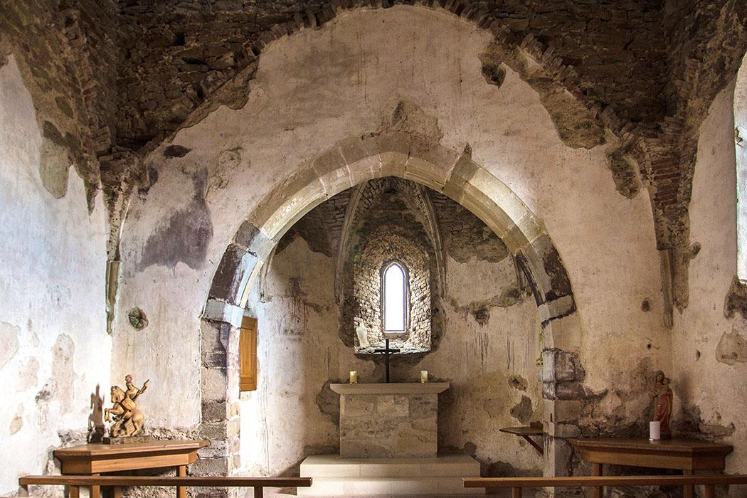 Die romanische Burgkapelle aus dem 12. Jahrhundert wurde zwischen 1429 bis 1436 wiederaufgebaut und mit einem gotischem Gewölbe versehen.
