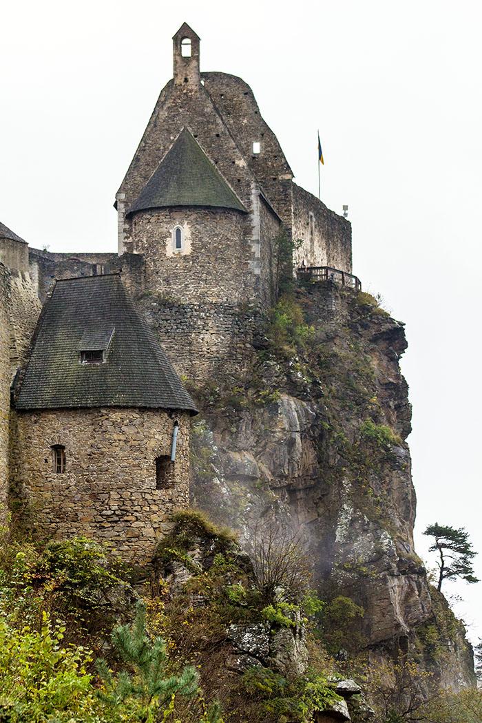 Der Bau der Festung Aggstein auf die steilen Felsen muss einst kein Vergnügen gewesen sein.