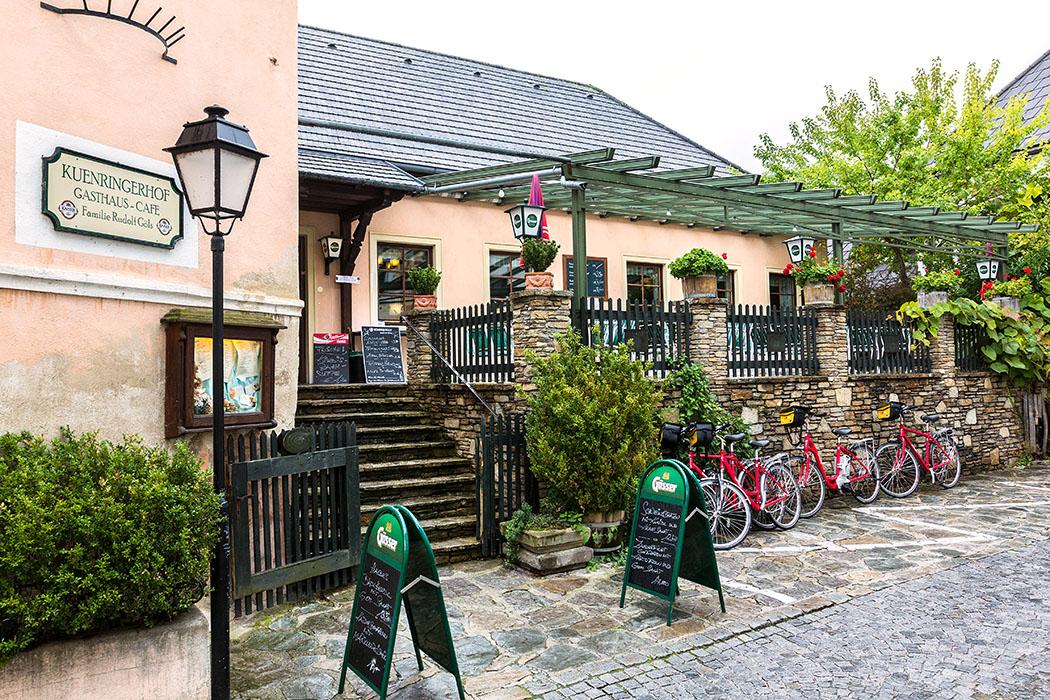 Gut und günstig essen in Dürnstein? Unserer Empfehlung im Zentrum ist das Gasthaus und Cafe Kuehnringerhof.