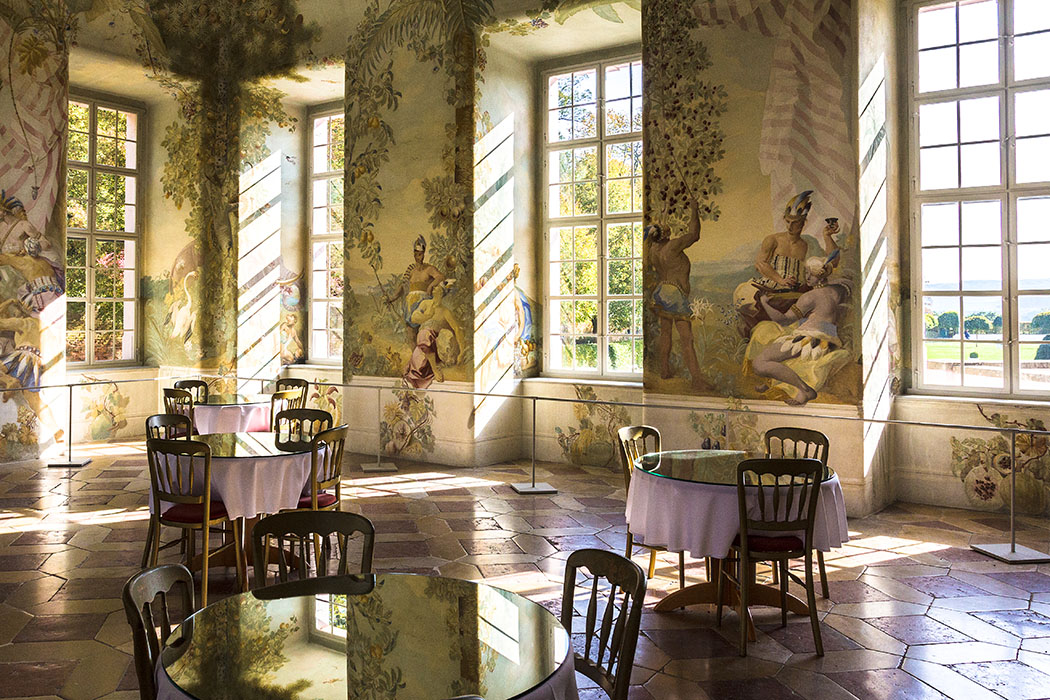 Die Räume des Gartenpavillons wurden 1764 mit Fresken ausgemalt, die exotische Motive zeigen. Heute ist im hier ein Café eingerichtet, das Gebäude wird zusätzlich für Konzerte genutzt.