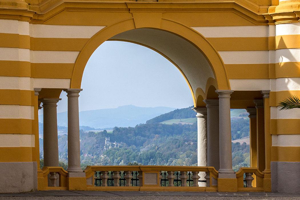 Vom Kolomanihof geht der Blick bis ins Nibelungengau, einem Donauabschnitt zwischen dem Strudengau im Westen und der Wachau im Osten.