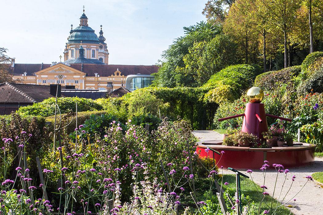 Im Kräutergarten von Stift Melk bietet immerhin ein wenig klösterlicher Flair.