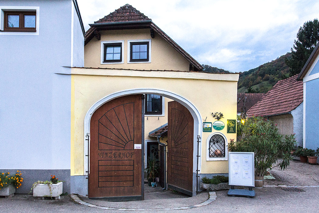 Der Eingang zum gemütlichen Winzerhof Supperer in Rossatz. Ein Einkehr im beliebten Top-Heurigen können wir sehr empfehlen.