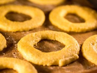 Die Spitzbuben-Ringe sollten in 7 bis 8 Minuten fertig sein.
