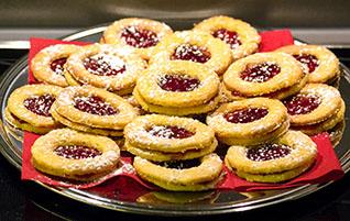 Adventsbäckerei: Lieblings-Plätzchen - Spitzbuben mit Brombeergelee