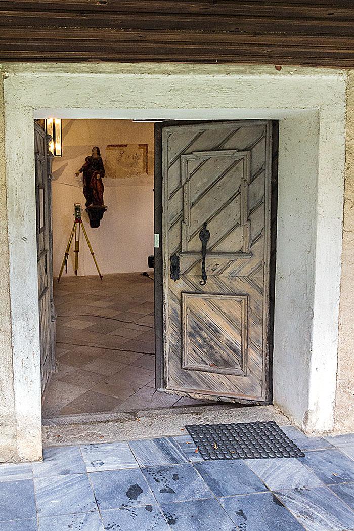 Meist ist die Filialkirche verschlossen, wir hatten das Glück sie geöffnet vorzufinden da Archäologen hier Bodenuntersuchungen durchführten.