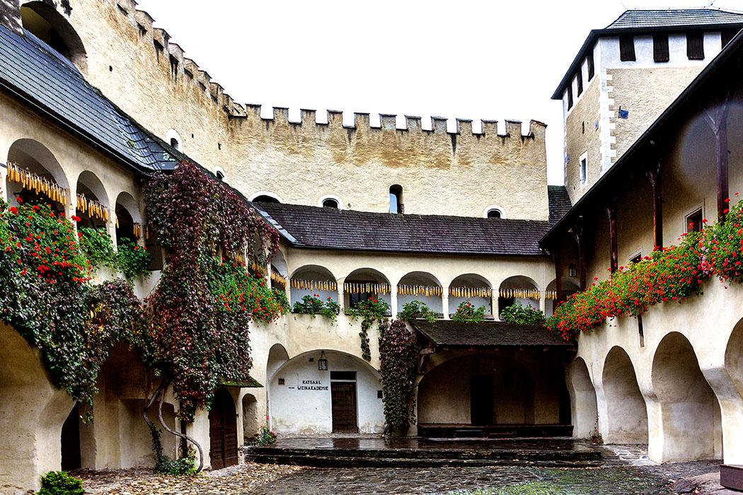 Österreich: Wachau an der Donau – Die 12 schönsten Ausflugsziele teisenhoferhof-weissenkirchen-wachau-niederoesterreich Der Teisenhoferhof in Weissenkirchen in der Wachau gilt als schönster Renaissancebau der Region.