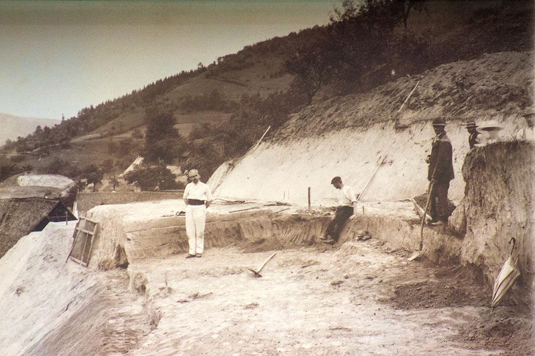 Die Venus von Willendorf wurde am 7. August 1908 bei Bauarbeiten zur Donauuferbahn vom österreichischen Archäologen und Prähistoriker Josef Szombathy gefunden.