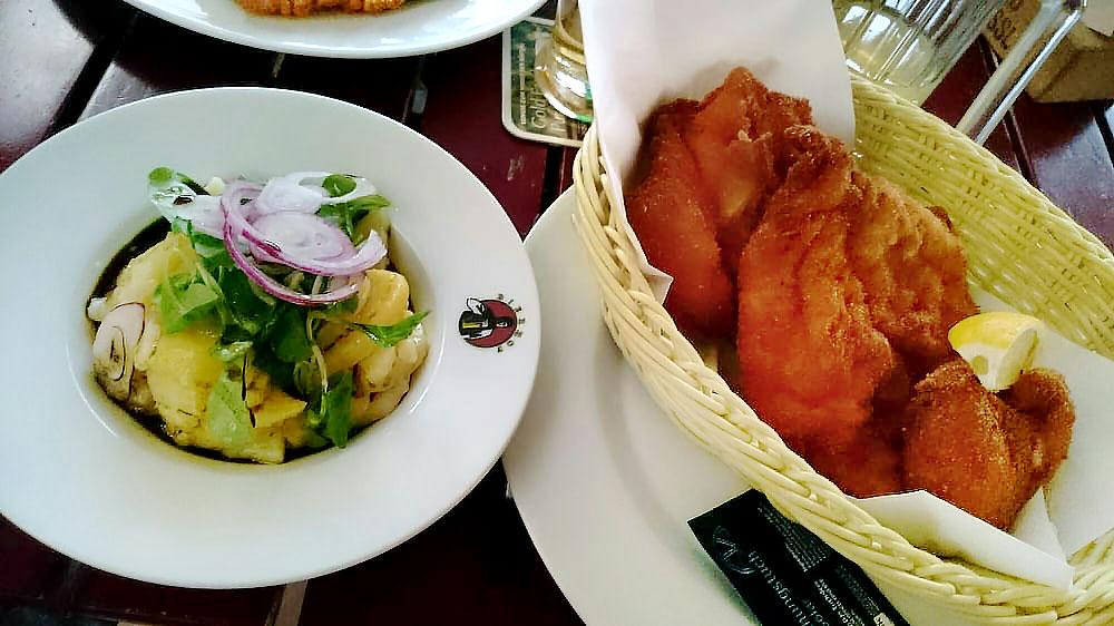 backhendl bierhof wien Das Backhendl ist eine Spezialität der Wiener Küche, dazu wird im Bierhof ein Erdäpfel-Vogerl-Salat mit Kernöl serviert.