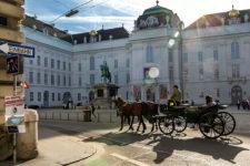 wien josephsplatz hofburg fiaker oesterreich vienna austria