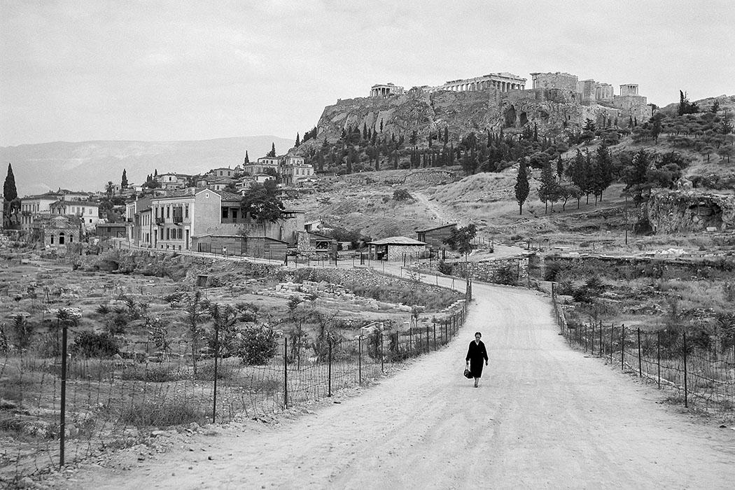 Athen 1955: Unterwegs zum Observatorium, im Hintergrund die antike Agora und die Akropolis. Foto © Robert McCabe