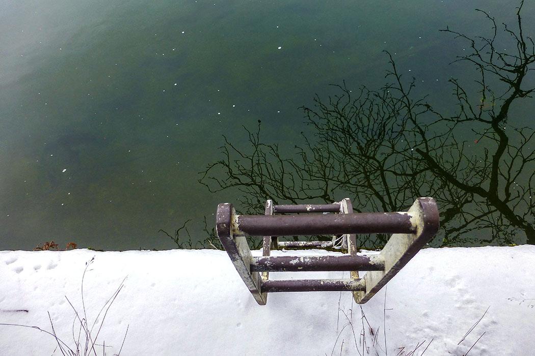 Die Ausstiegsstelle der Schwimmer am Ufer der Isar - beneidet haben wir sie nicht.