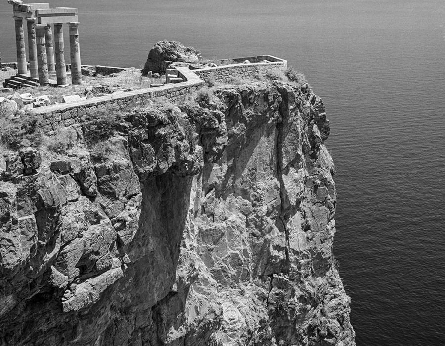Insel Rhodos 1954. Der Tempel der Athene auf dem Akropolisfelsen über Lindos. Foto © Robert McCabe
