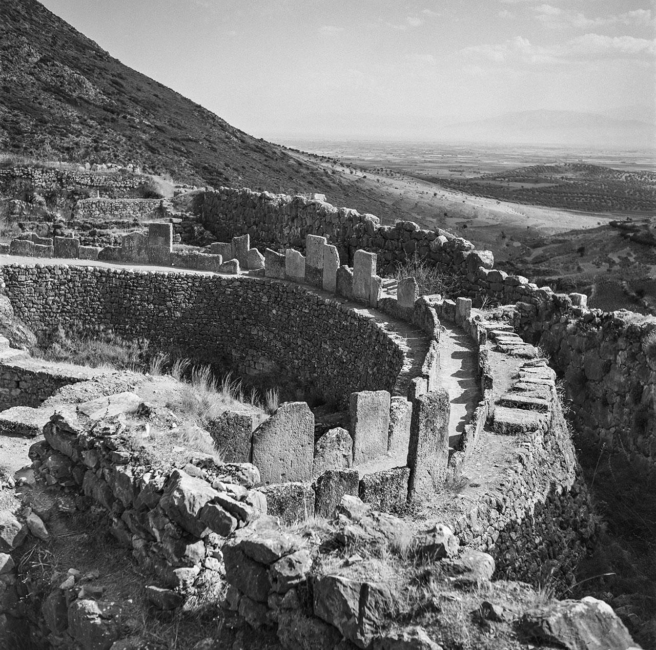 Peloponnes, Mykene 1955: Grabkreis der Könige in der bronzezeitlichen Festung von Mykene. Foto © Robert McCabe
