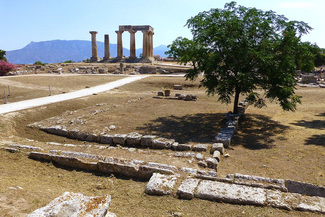korinth hera tempel apollontempel peloponnes griechenland Nur spärliche Reste sind vom Hera-Tempel erhalten geblieben.