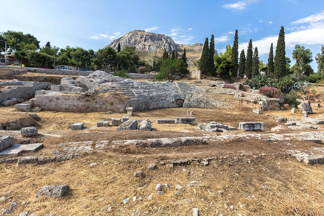 Online-Reiseführer: Peloponnes - Das antike Korinth korinth odeon akrokorinth peloponnes griechenland Das römische Odeion von Korinth wurde für musikalische Veranstaltungen und rhetorische Wettbewerbe genutzt.