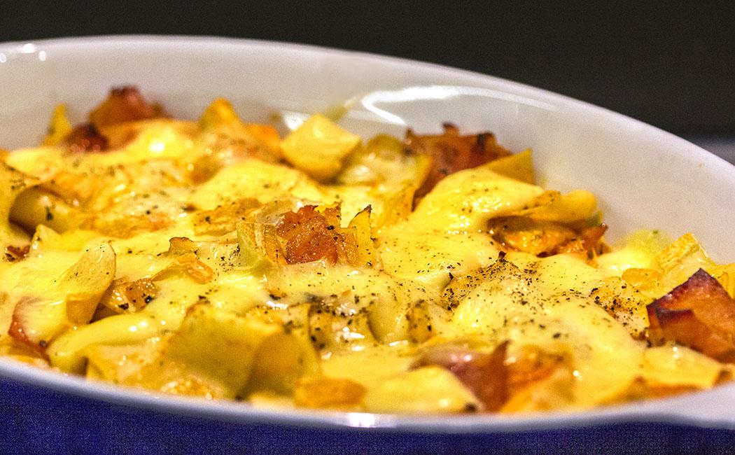 krautfleckerl - titel Krautfleckerl sind ein perfektes Winter-Essen: Karamellisierter Spitzkohl mit Schinken und würzigem Bergkäse überbacken.