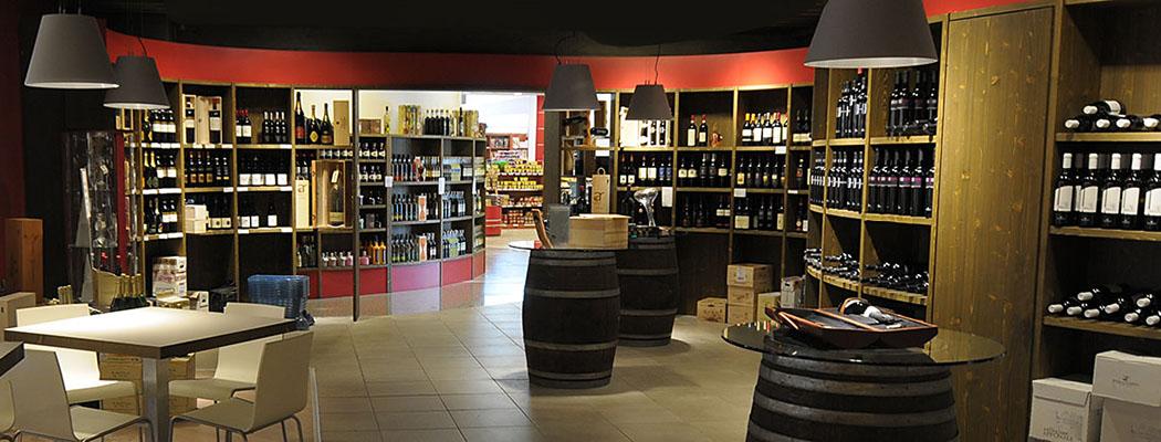 Garda Trentino, Agraria Riva del Garda, Riva del Garda Die Agraria Riva del Garda vermarktet in einem attraktiven Ladengeschäft die regionalen Produkte des Garda Trentino.