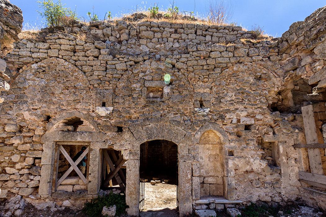 Die türkische Moschee ist in keinem guten Zusand, die Kuppel ist inzwischen eingebrochen und musste teilweise abgestützt werden.
