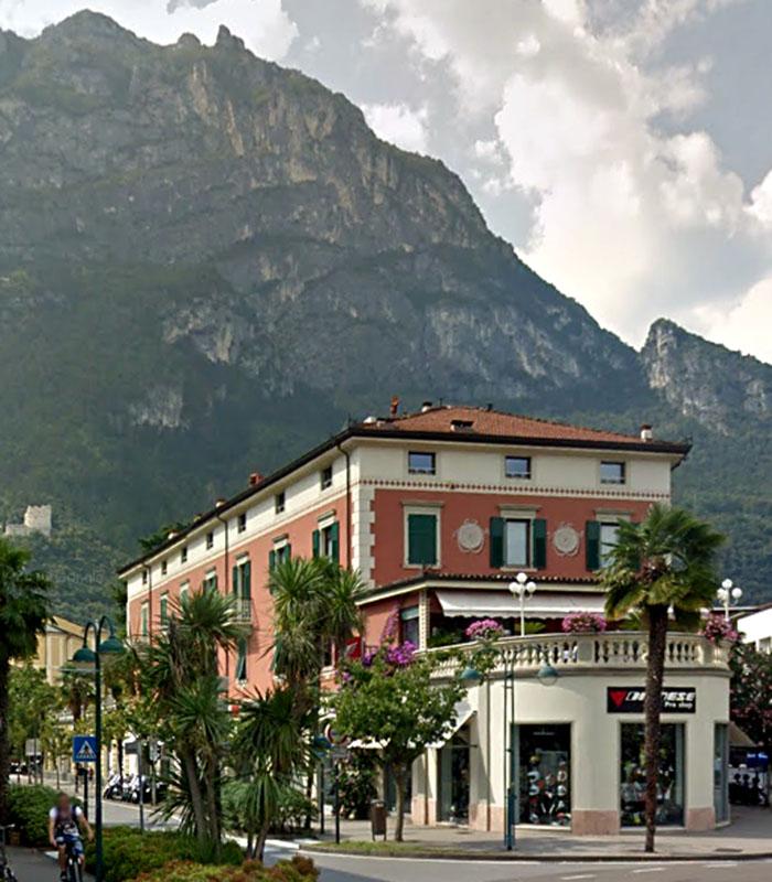 garda trentino riva del garda casa cembenini apartment gardasee italien-ol Die Casa Sembenini in der Viale Dante Alighieri in Riva del Garda.