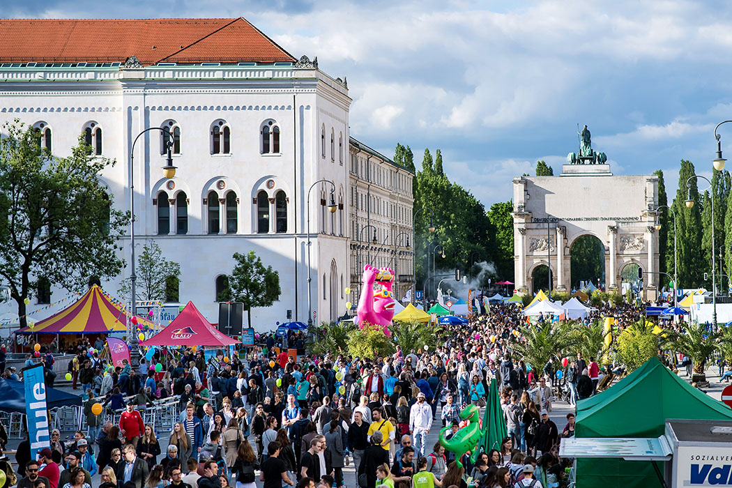 """Weltoffenheit, Kunst, Kultur und Lebensfreude in München und Schwabing: Am 5. und 6. Mai 2018 auf dem """"Corso Leopold"""" und dem """"Streetlife Festival"""". Archivfoto: www.streetlife-festival.de"""