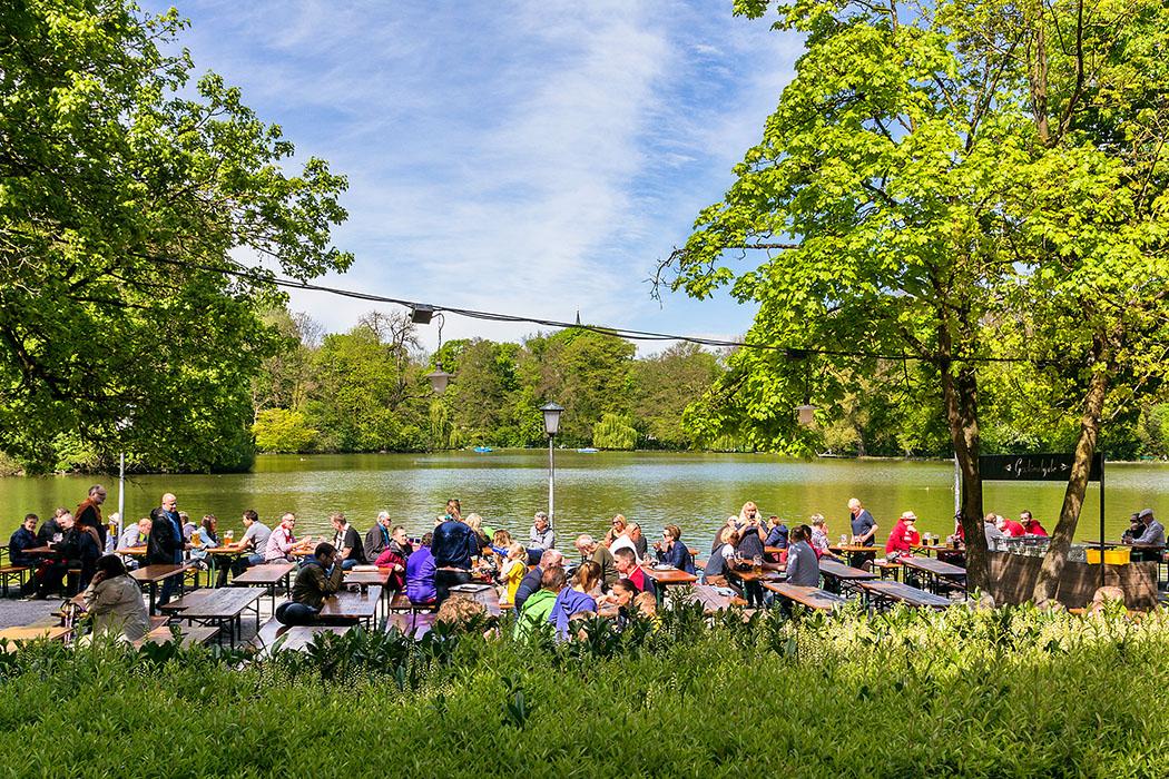 munich, bavaria, germany, englischer garten, seehaus, biergarten Der Biergarten am Seehaus im Englischen Garten ist immer gut besucht.