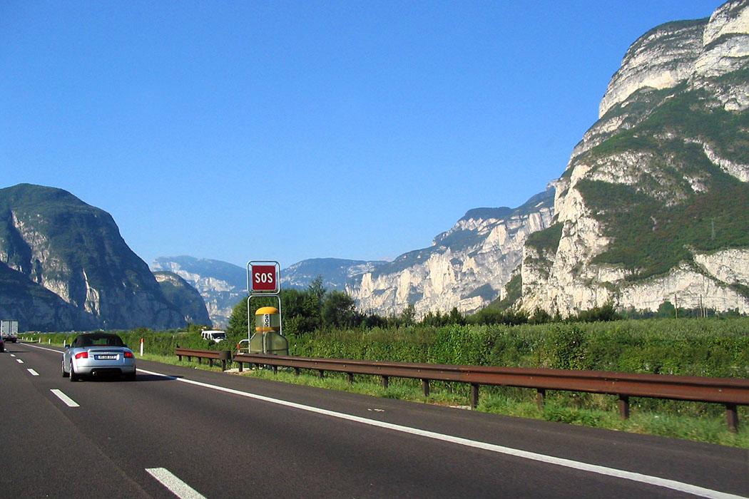 Brennerautobahn, Autostrada A22, Suedtiroler Unterland, wikipedia Der Süden ruft! Unterwegs auf der Brennerautobahn A22 im Südtiroler Unterland. Foto: Wikipedia