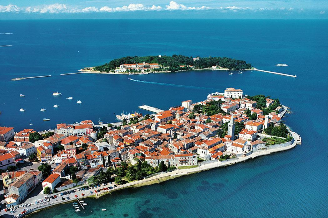 """Reisetrends 2017: Die 10 beliebtesten Reiseziele für den Sommer croatia, Porec Ivo Pervan, kroatische zentrale für tourismus Kroatien: Die Stadt Poreč liegt an der Westküste der Region Istrien und bietet für kulturinteressierte Reisende eine Vielzahl an Sehenswürdigkeiten. Für Sonnenhungrige sind die Strände nicht weit, Porec hat die meisten Strände Kroatiens, die mit der """"Blauen Flagge"""" ausgezeichnet wurden. Foto: Kroatische Zentrale für Tourismus, Ivo Pervan"""