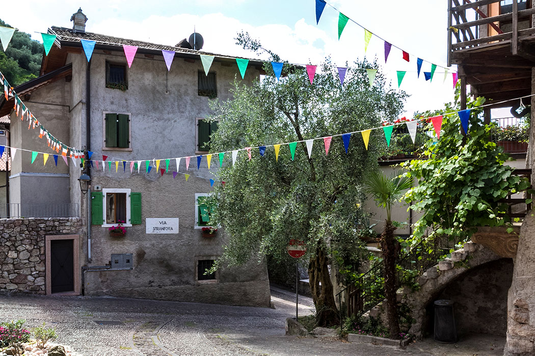 Entlang der Via Stranfora kann man auch bis zum Castello di Arco hinauf aufsteigen.
