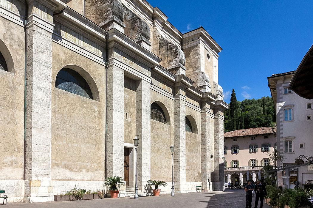 Der Dom della Collegiata Santa Maria Assunta an der Piazza III Novembre in Arco ist das bedeutendste Zeugnis der Trienter Spätrenaissance.