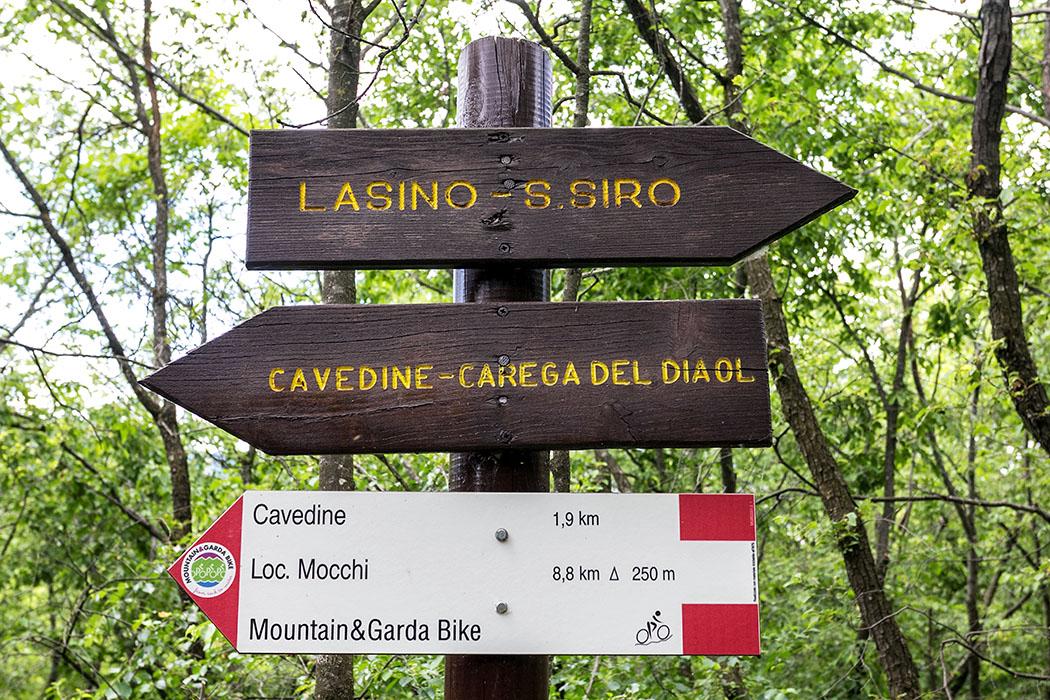 """Nachdem wir die eindrucksvolle Felsenlandschaft mit der Höhle hinter uns gelassen haben, wandern wir weiter Richtung """"Carega del Diaol""""."""