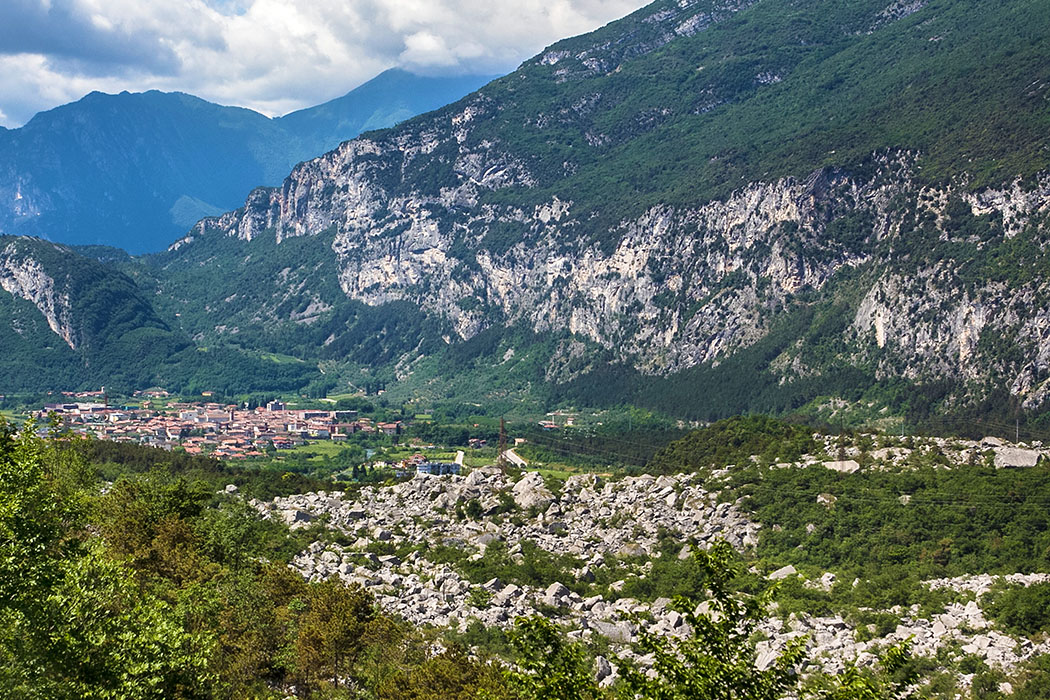 Garda Trentino: Marocche di Dro – Bergsturzgebiet mit Dinosaurierspuren